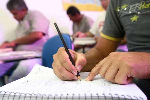 Foto: Inscrições abertas para a Educação de Jovens e Adultos (EJA)