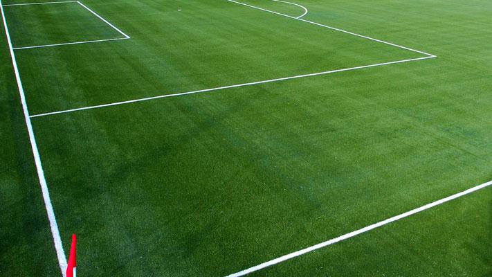 Prefeito dá o pontapé inicial para a implantação do campo de grama sintética no Ginásio Municipal de Esportes