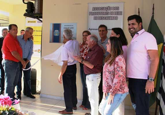 'Casa do Leite' é oficialmente inaugurada por Becão e Luiz Carlos