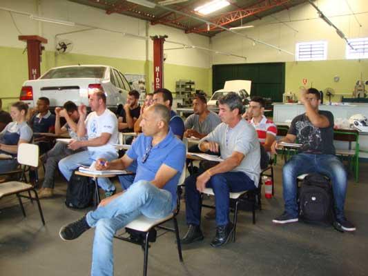 Foto: Alunos do Centro Municipal de Formação Profissional concluem curso de Normas Regulamentadoras em Segurança em Instalações Elétricas e Serviços de Eletricidade