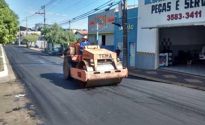 Segunda fase do serviço de recapeamento de ruas abrangidas pelo contrato de R$ 1 milhão junto ao governo estadual é retomado